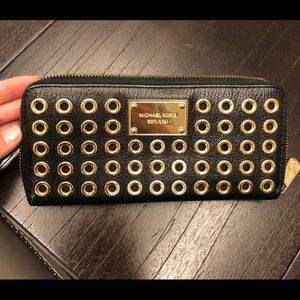 Michael kors womens zip wallet